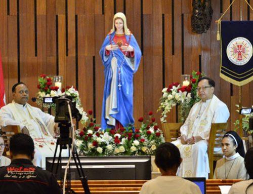 Paroki Pulogebang Sukses Gelar Rosario Merah Putih